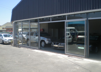 clasic-cars-sliding-door