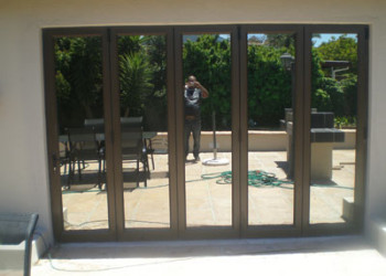 sliding-door-tableview