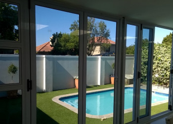 solar-e glass in folding doors